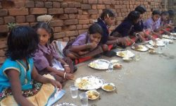 Young girls eating lunch (India)